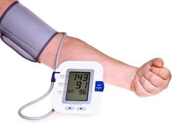 高血圧と指摘されても放置している人は多いが、甘く見てはいけない。写真はイメージ=(c)PaulPaladin-123RF