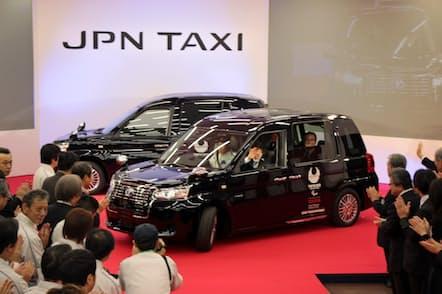 「ジャパンタクシー」は華々しくデビューしたが…(2017年11月、静岡県裾野市のトヨタ自動車東日本東富士工場であったラインオフ式典)