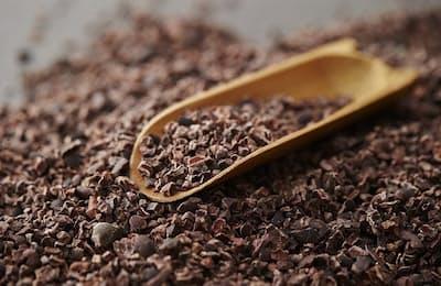 チョコレートのピュアな原料「カカオニブ」(写真はイメージ=PIXTA)