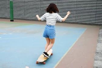 若い女性の間でスケートボードの人気が広がっている