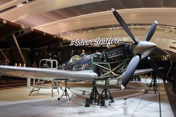 高級時計の国際見本市「ジュネーブサロン(SIHH)」のIWCのブース。スピットファイアを展示、航空機の世界を演出していた