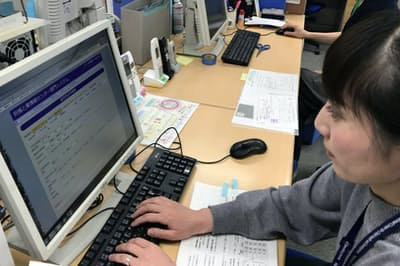 「妊娠と薬情報センター」では全国から集まる調査票を基にデータベースを作る(東京都世田谷区の成育医療研究センター内)