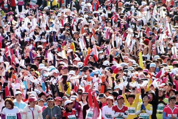 マラソンのスタート直後は無理に前に出ようとすると危険です。写真はイメージ=(C)anoyo-123RF