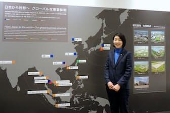 日立ビルシステムに勤める吉成玲子さんはグローバルのマザー工場にあたる水戸事業所で財務を担当している。