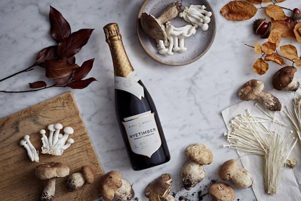 1980年代、英国初のスパークリングワイン専門ワイナリーとして設立されたナイティンバーのワイン 2006年から現オーナーとなり、さらに大きく評価を上げる 同社のワインはいずれもびん詰めされてから3~5年の熟成を経て出荷される