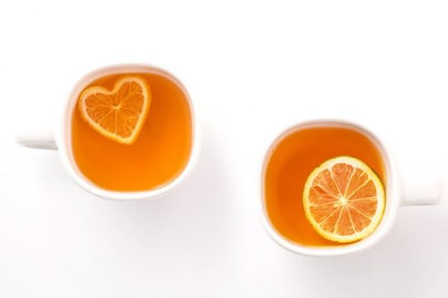 光浦醸造の人気商品。乾燥レモン付きの紅茶で、左が「FLT(フロートレモンティー)レモンハート」、右が「フロートレモンティー」