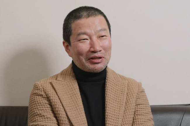 1963年京都生まれ。ホテルマンや職人を経て23歳でお笑い芸人としてデビュー。俳優、映画監督としても幅広く活躍。料理はプロ級の腕前で「キム兄&クックパッド つまみ越え」など著書多数。