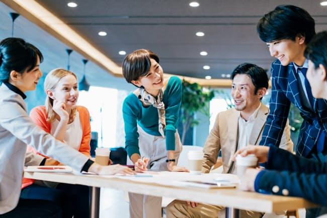 リファラル採用は成長中のベンチャー企業を中心に広がっている。写真はイメージ=PIXTA