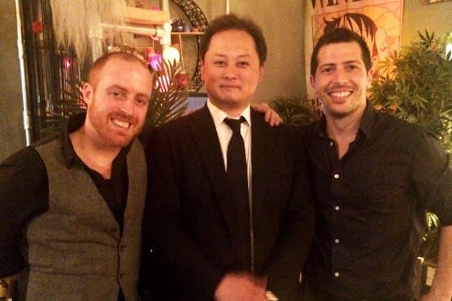 欧州で日本酒の魅力を伝える上野建太郎さん(中)