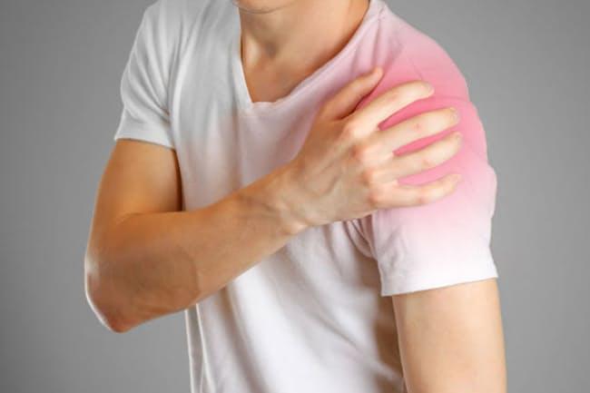 肩の痛みは、単なる加齢現象とは限らない。写真はイメージ=(C) Viktoriya Kuzmenkova-123RF