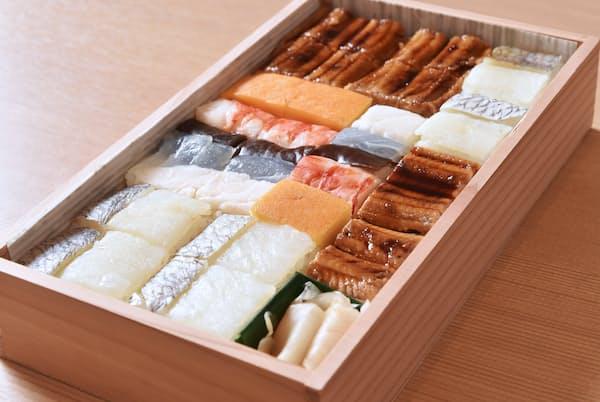 「二寸六分の懐石」といわれる吉野寿司(ずし)の箱ずし(大阪市中央区)