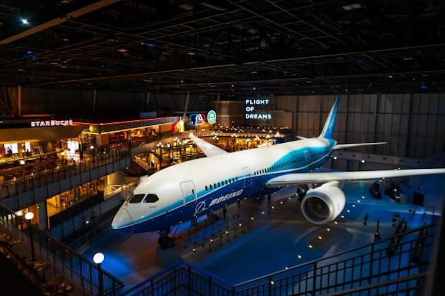 ボーイング787の初号機を間近で見られる「FLIGHT OF DREAMS」。2018年10月のオープン以来、航空ファンだけでなく家族連れやカップルにも人気だ