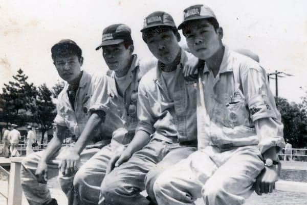 ホンダで正社員になるが、辞めてしまう(1958年ごろ、一番左が本人)