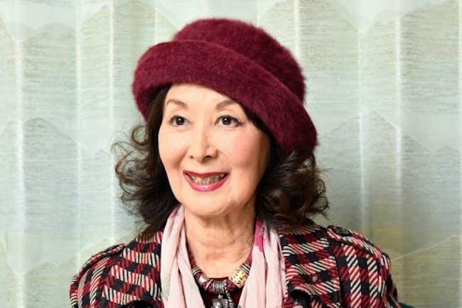 1932年横浜市出身。51年に映画デビュー。53年公開の映画「君の名は」で演じたヒロイン真知子のストールの巻き方がブームとなった。「愛のかたち」(文芸春秋)など小説家の顔も持つ。