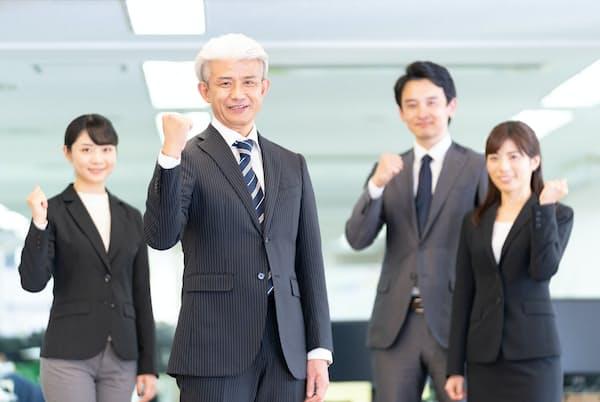シニアと若い世代がともに生き生きと働く職場はできるか。写真はイメージ=PIXTA