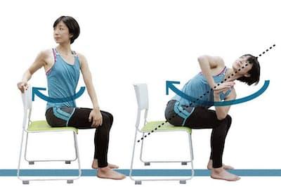椅子を使ったヨガで心身を調えよう。(モデルは早稲田大学スポーツ科学学術院非常勤講師・渡辺久美、以下同)