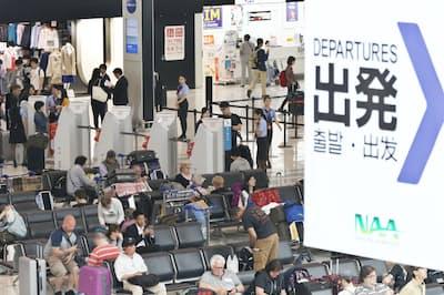海外旅行は出発日に近づくほど、キャンセル料金が高くなる(成田空港)