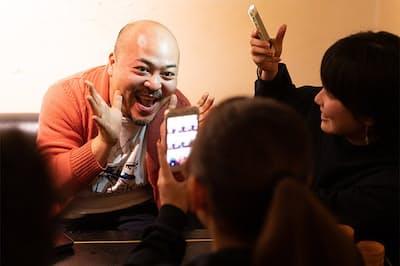座談会の途中で、原田氏がTikTokの動画撮影に初挑戦。その仕上がりは……
