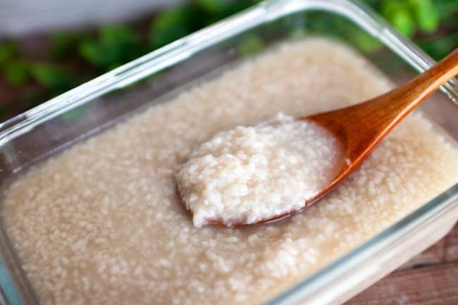塩麹は意外と簡単に作ることができる
