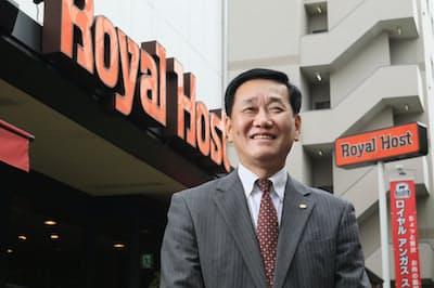 ロイヤルホールディングスの黒須康宏社長兼COO