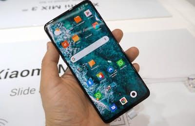 シャオミが発表した「Mi MIX3 5G」。使用するときだけカメラをスライドする機構を備えたスマートフォンで、5G対応ながらコストパフォーマンスが高いのが特徴だ