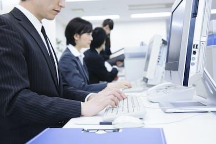 メール術を磨けば、仕事がはかどるはず。写真はイメージ=PIXTA