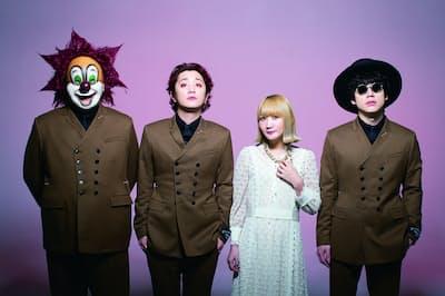 右より、Nakajin(ギター&サウンドプロデューサー&リーダー)、Saori(ピアノ&ライブ総合演出)、Fukase(ボーカル&コンセプター)、DJ LOVE(DJ&サウンドセレクター)。2011年メジャーデビュー。「SEKAI NO OWARIツアー2019」は4月6日~8月25日、全国28公演が発表に(写真:佐賀章広)