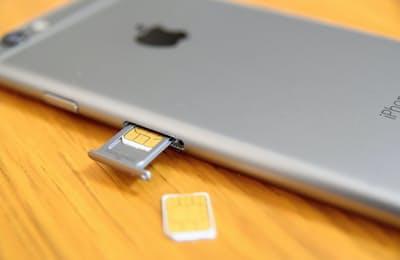 SIMカードは自分で簡単に差し替えられる