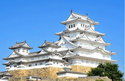 白鷺(しらさぎ)城とも呼ばれる優美な姿は、多くの城ファンを魅了している