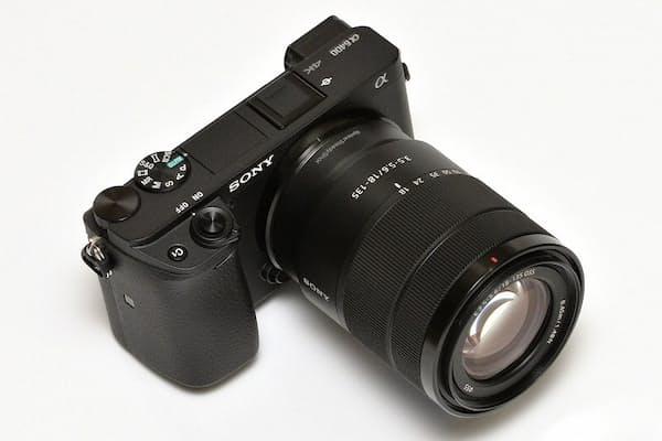 ソニー「α6400」は、高速・高精度なAFが自慢の小型軽量モデル。ソニーストアでの価格は税別10万9880円