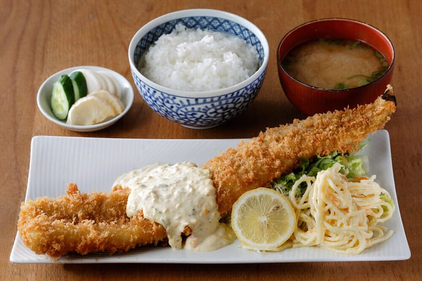 「菱田屋」の「特大あなごフライ定食」