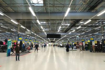 2019年3月29日、日本に初上陸する「デカトロン」。スポーツ用品チェーンとして世界最大の売上高を誇る。写真は仏リール本社内のキャンパスと呼ばれる大型店