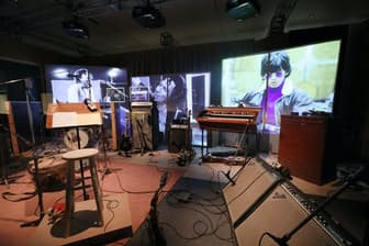 「エキシビショニズム―ザ・ローリング・ストーンズ展」で再現された録音スタジオ(東京都品川区)
