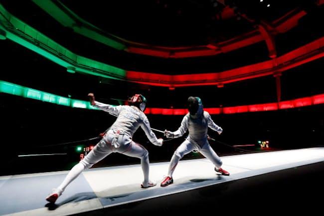 マイナースポーツから脱却するためフェンシング界が動き出した(2018年12月、東京都新宿区の東京グローブ座で開いた日本選手権大会)=写真は竹見脩吾