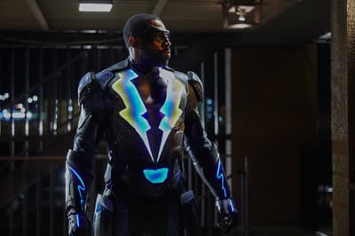 『ブラックライトニング』 BLACK LIGHTNING and all related characters and elements TM &(c) DC Comics and Warner Bros. Entertainment Inc.