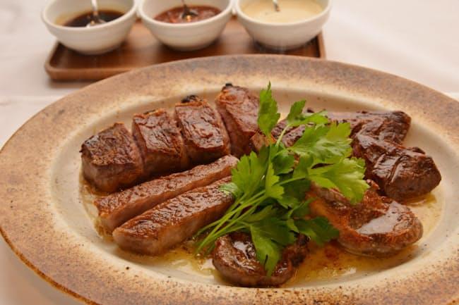 「T's STEAK HOUSE」のカルテットステーキは4種類の肉が食べられる