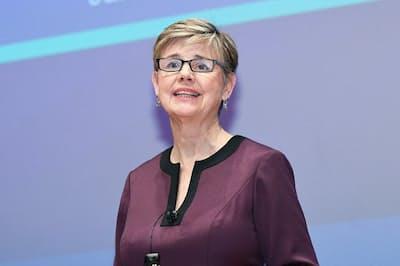 「グローバル?ウーマン?リーダーズ?サミット2019」で基調講演を行ったサリー?ヘルゲセンさん