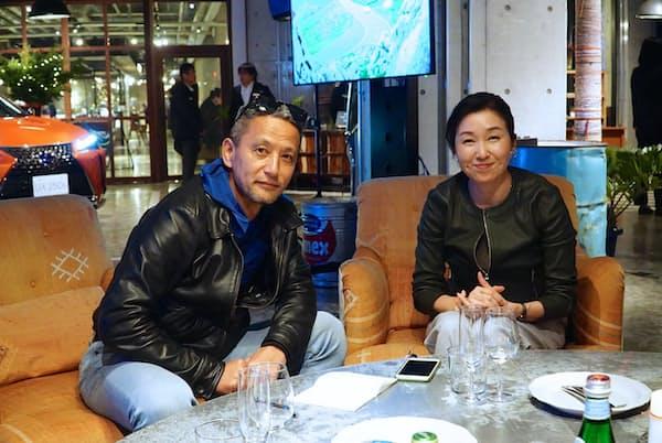 新型レクサス「UX」の開発を担当した加古慈氏(右)と小沢コージ氏
