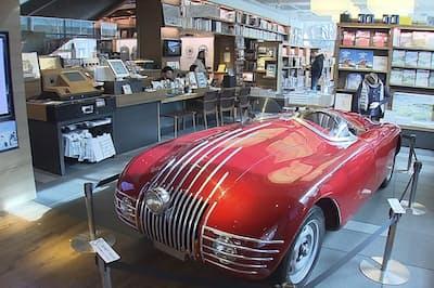 蔦屋書店はイベントを含めて車に対するライフスタイルを提案する