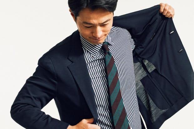 3242383c62 リラックスした着心地のストレッチスーツがもたらす窮屈さからの解放感。さらに、スーツ生地の目付けや織り、色柄へのこだわりがもたらす、季節感からの解放。