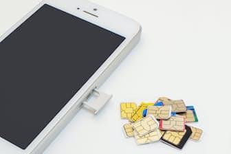 中古スマホと格安SIMを組み合わせて使う場合はドコモのiPhoneがお薦めだという。その理由は?(写真はイメージ=PIXTA)