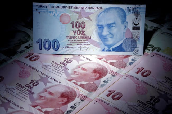 トルコリラの急落は個人投資家にも影響を与えている=ロイター