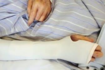 専用のカバーなどで皮膚を守る=真田弘美東京大学教授提供
