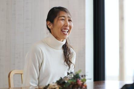 故郷、松山市でインタビューに答える土佐礼子
