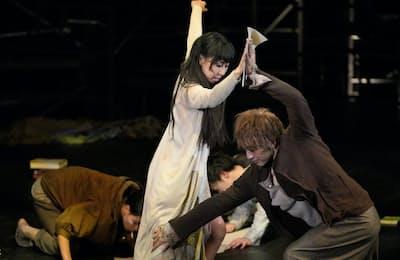 神奈川県民ホールで上演された「メモリー・オブ・ゼロ」(3月9日、横浜市)=瀬戸 秀美撮影=神奈川県民ホール提供