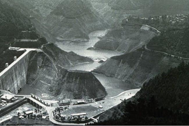 1964年の渇水時の小河内ダム(東京都奥多摩町)=都水道局提供