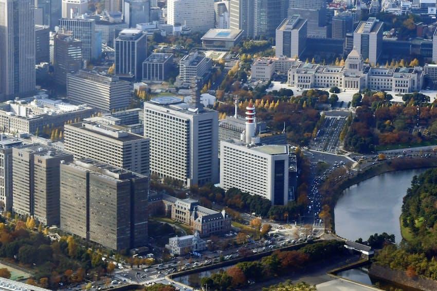 東京・霞が関の官庁街。平成時代は財政拡張で日本経済を下支えしてきた