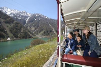 1位の黒部峡谷トロッコ電車