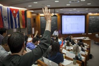 ハーバードビジネススクールの授業風景 (c)Natalie Keyssar for Harvard Business School