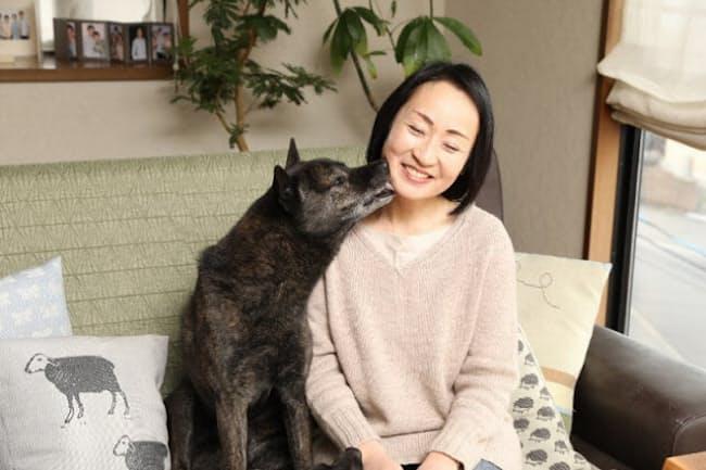 人生に豊かな彩りを運んでくれた甲斐犬の宇太くんと安達裕佳子さん